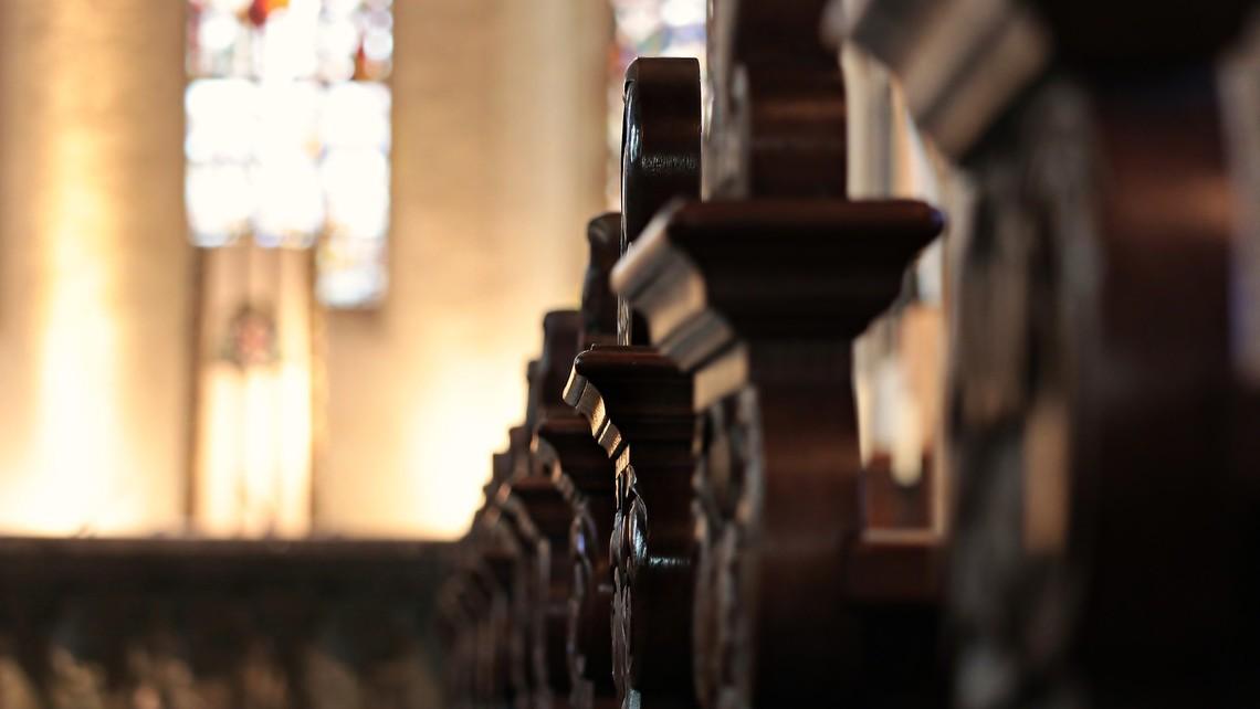 Church Pews 2401405 1920